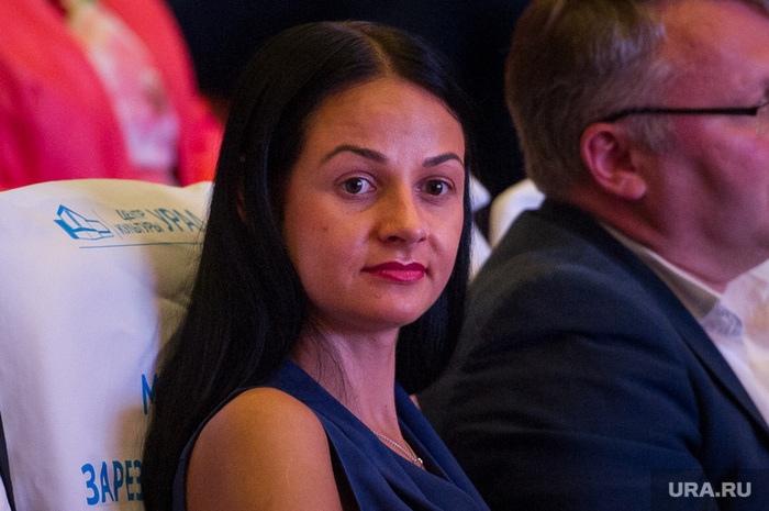 Министра «никто не просил вас рожать» не уволили.Медведев дал ей совет:«Мозги надо включать»
