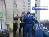 Сотрудник ДПС задерживает особо опасного пешехода за нарушение ПДД по улице Рославль Смоленская область