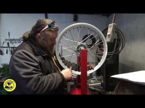 Как исправить восьмерку на спицованом колесе мотоцикла.