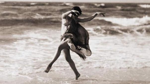 Знаменитая американская танцовщица Айседора Дункан была основательницей нового современного стиля в классическом танце