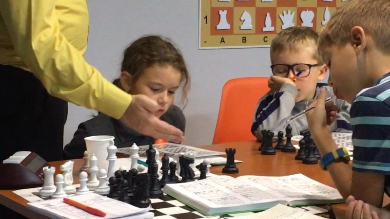 Тренировка комбинационного зрения в шахматной школе Гардэ в Новосибирске