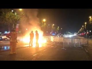 Paris - Demi-finale France/Belgique - Les forces de police déployées sur les Champs Elysées