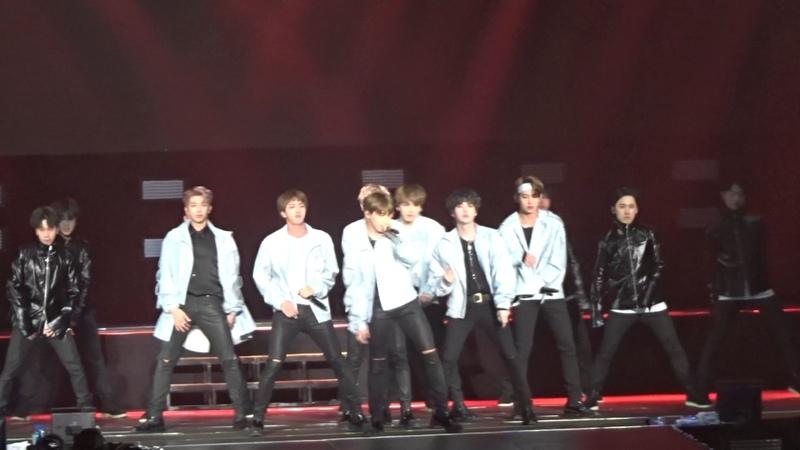 BTS WINGS TOUR NJ Concert 2017 Silver Spoon