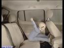 Ребенок без автокресла на заднем кресле автомобиля mp4