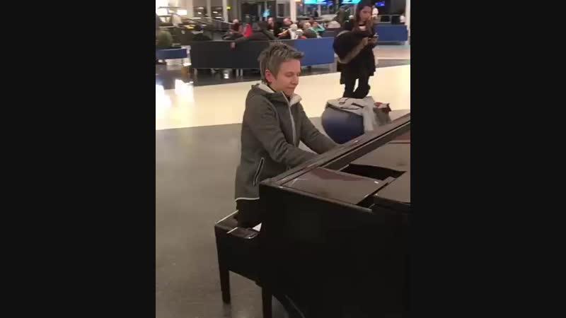 Светлана Сурганова в аэропорте Монреаля 2018