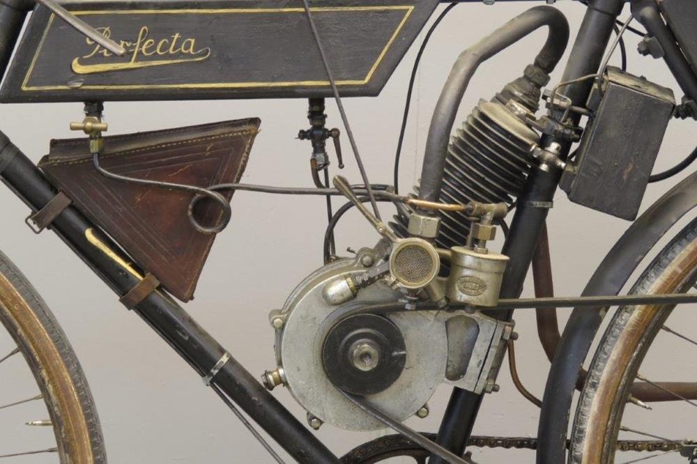 Старинный велоцикл Perfecta 200 1902