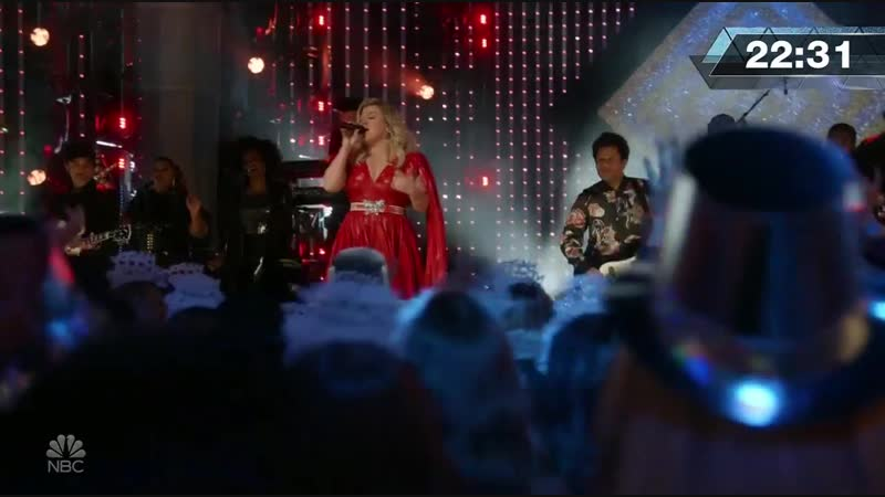 Kelly Clarkson - Heat (Live on NBC's New Year's Eve 2019)