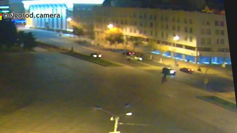 Странное маневрирование автомобиля при пересечении Гражданского проспекта и Попова в Белгороде.