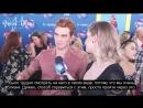 2018 › интервью для «WarnerChannelBrasil» на ковровой дорожке премии «Teen Choice Awards › 12 августа (русские субтитры)