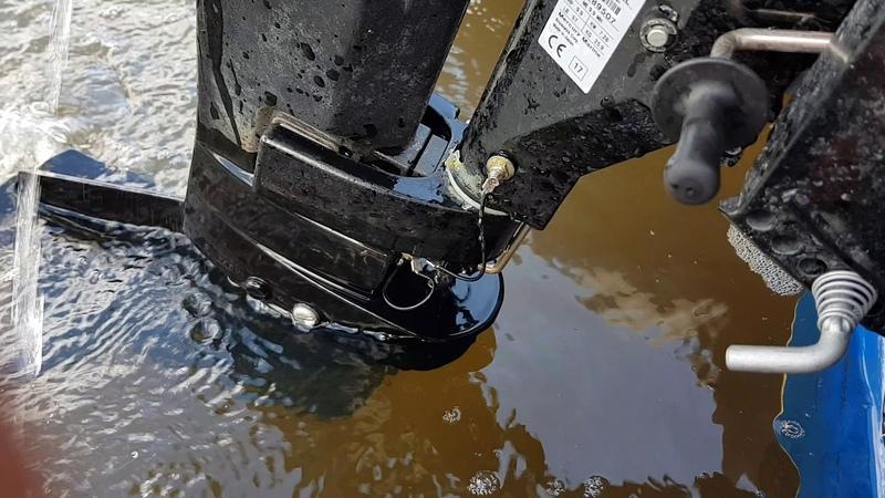 Пузыри выхлопа мотора mercury 9.9 lite(tohatsu 9.8)