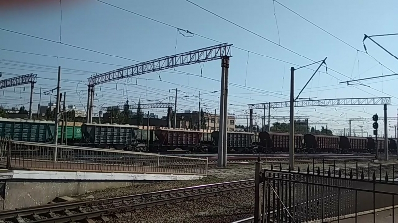 Сплотка тепловозов ЧМЭ3Т-7320 и ЧМЭ3-1296 с грузовым поездом, и модернизированный электропоезд ЭР9Т-668 сообщением 844 Чернигов