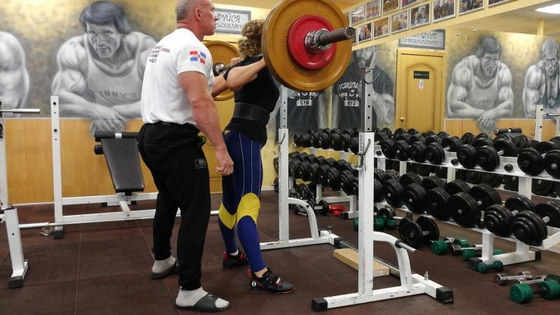Лариса Мясникова. Присед 95 кг