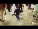 Bebé peruano bailando huayno cajamarquino, lo lleva en la sangre.