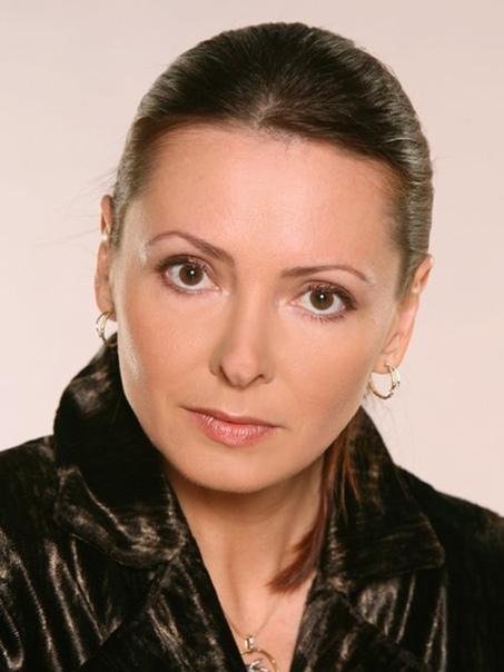 actor Елена Кравченко. Кравченко Елена Владимировна (Кожухова) (родилась 15 декабря 1966 года) - российская актриса кино. Биография. Детство и юность. Родилась в маленьком городке, расположенном