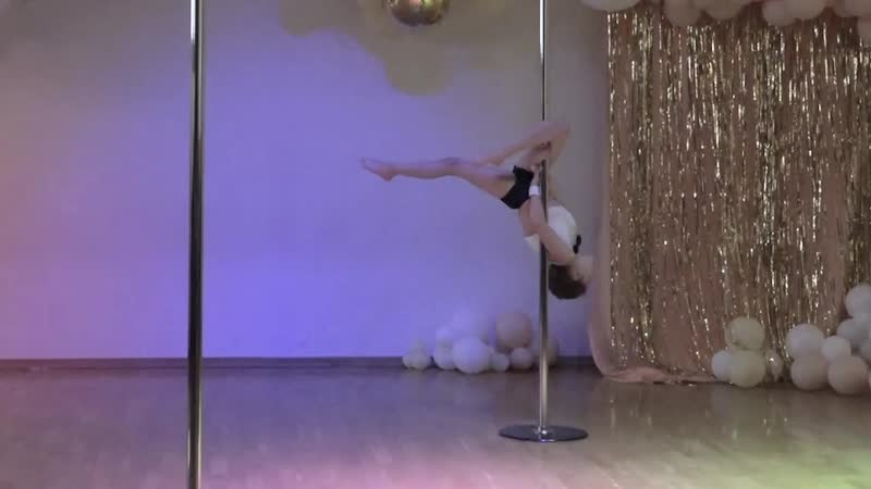 Винокурова Арина 2 место, дети Pole ART 6-9 лет
