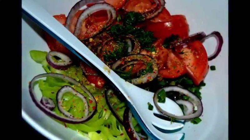 Салат морской коктейль с овощами