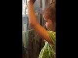 Нелли делает папе прическу.4,5 лет.