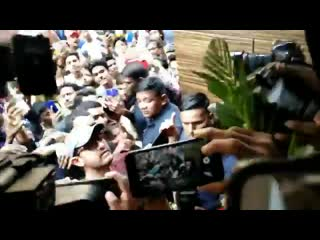 Live - aamir khan meets fans outside house - @aamir_khan - happybirthdayaamirkhan