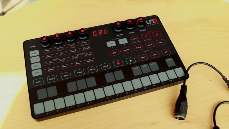 IK Multimedia UNO Synth распаковка аналогового синтезатора [Yorshoff Mix]