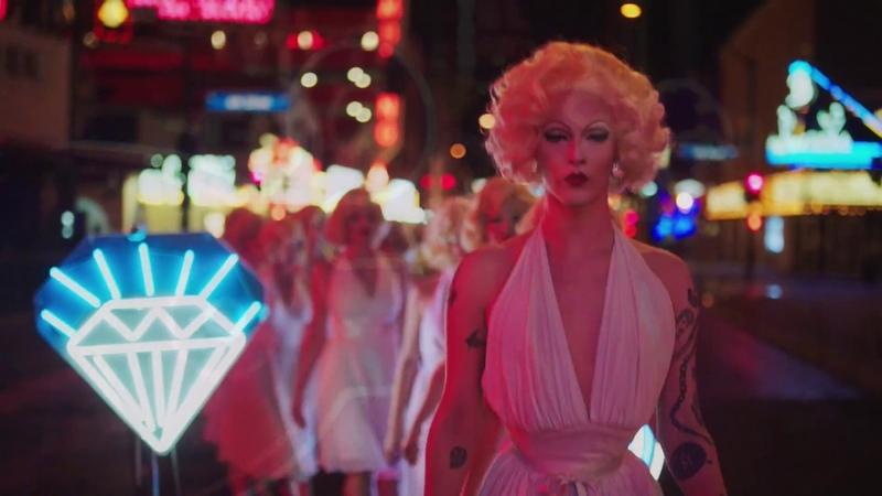 Сара Полсон в невероятно красивой рекламе Prada. Prada Fall/Winter 2018 Advertising Campaign – Prada Neon Dream