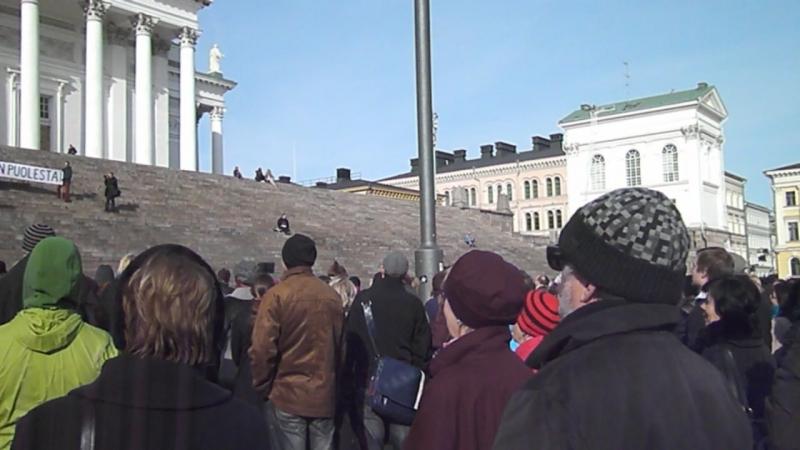 10 апреля 2013 года Хельсинки Митинг учителей в Хельсинки на Сенатской площади
