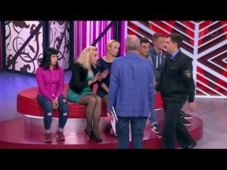 Самарскую мамашу-кукушку вынесли на руках из студии Первого канала