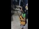 Человек-оркестр из Юго-восточной Азии...
