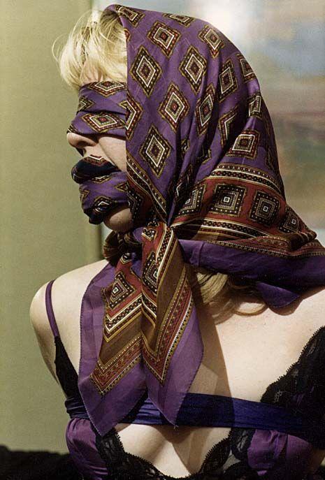 лице мужчины связанная платками девушка удобные любом сроке