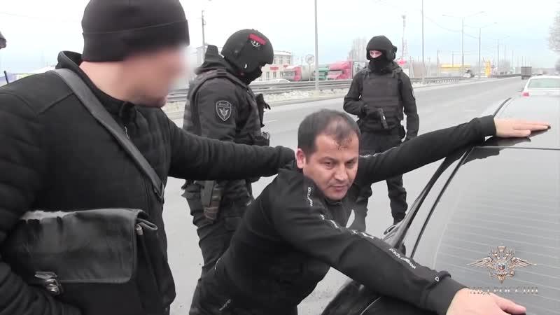 РАБОТАЕТ СПЕЦНАЗ ПОЛИЦИИ пресечена незаконная миграция оперативная съёмка