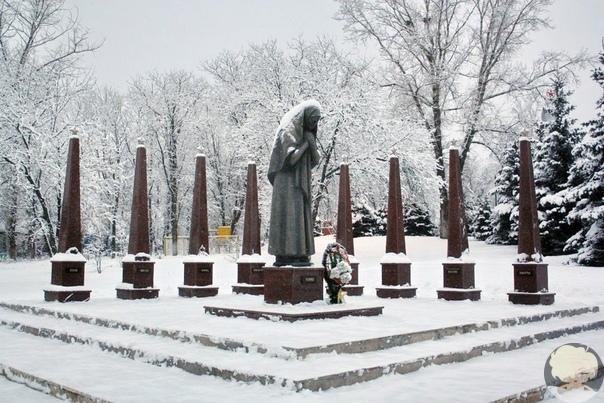 Памятники матерям.