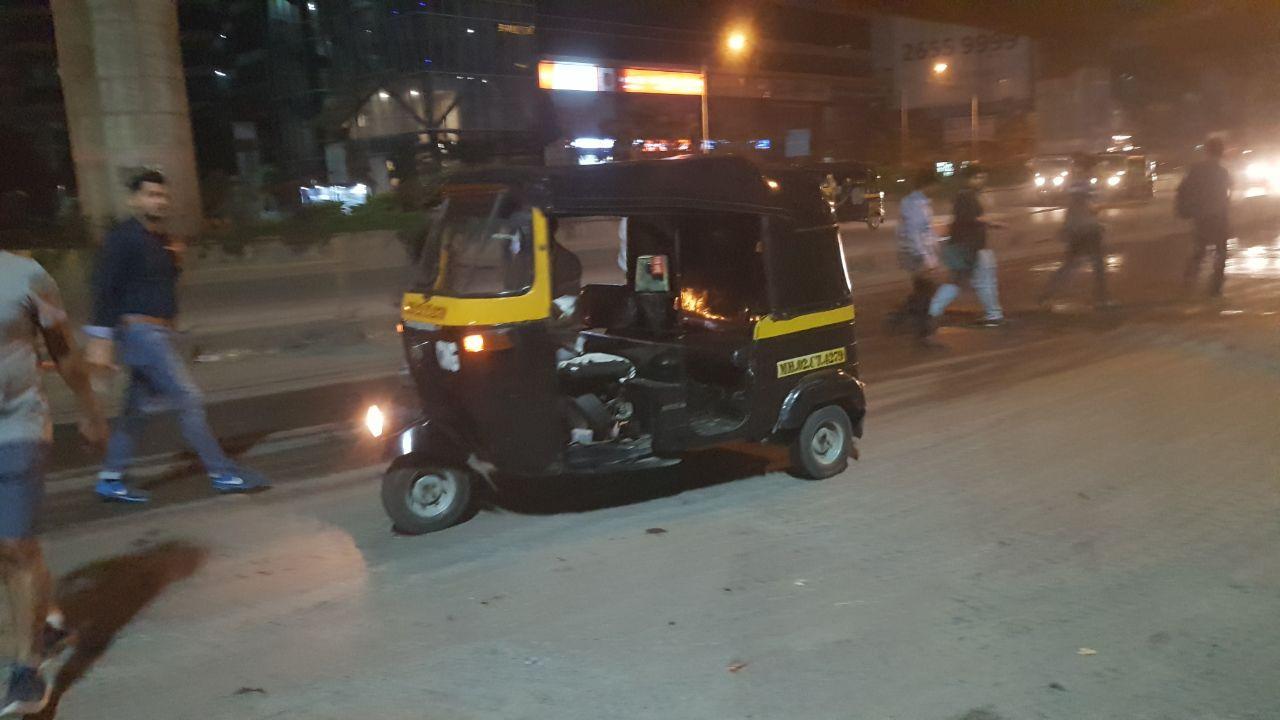 Рикша - самый многочисленный пассажирский транспорт на базе мотороллера