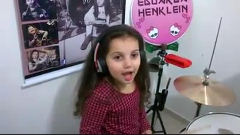 Drum cover Led Zeppelin - Black Dog Eduarda Henklein (5 Years old)