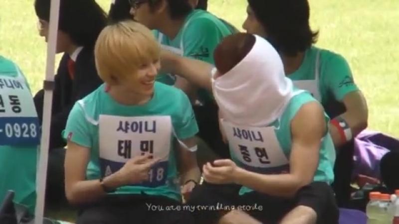 [fancam] 110827 SHINee Jonghyun help Taemin rub sunscreen@Idol sports day