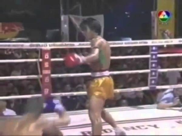 Боец использующий древний стиль Муай Тай Somrak