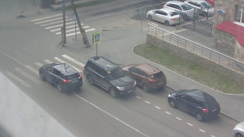 Парковка на встречной полосе движения на Циолковского - Немцова
