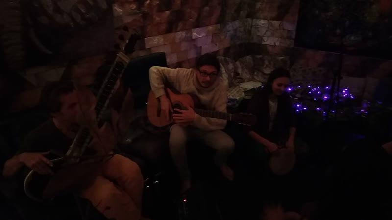 Ситар, гитара, перкуссия и танцы
