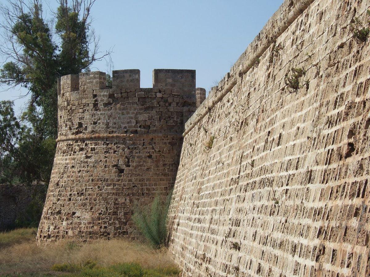 V-nmIGikcws Фамагуста самый интересный город Кипра.