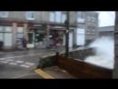 Ньюлин – Английский портовый городок в котором много открытых мостов Так например во время шторма перейти улицу становится п