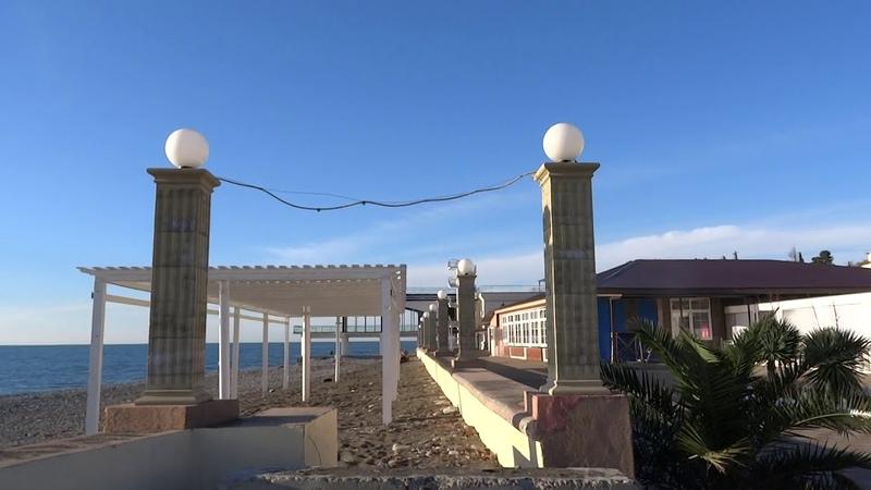 15 декабря море 15°C, воздух 15°C. Пляжи готовят к зимнему шторму. Лазаревское, Сочи 2018