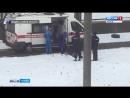 Очевидцы засняли как в машину скорой помощи мужчину тащили за руки по снегу 20