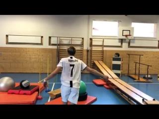 Представитель лыжного фристайла выполнил невероятный трюк в футболке Роналду