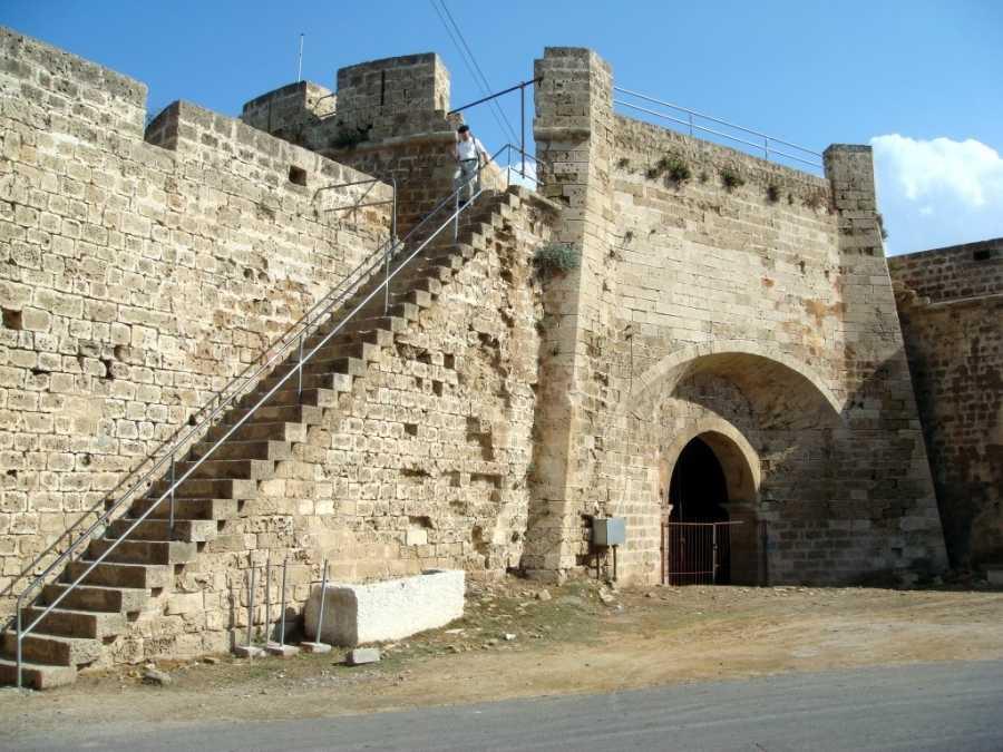 fdnOHLOrhwA Фамагуста самый интересный город Кипра.