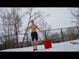 Прыгаю на скакалке при ветре и обливаюсь холодной водой закаливание