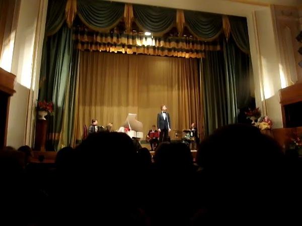 Александр Бичёв очень нежно и трепетно исполняет песню СнегурочкаЦДУ 25.10.2017.
