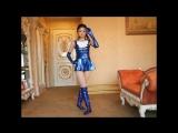 青色メタリック セーラー服で 激かわ 美少女 美麗チャンが モンローウォーク