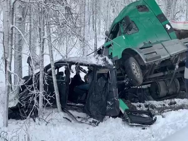 Водитель и два пассажира минивэна погибли в ДТП: подробности аварии в районе Кафтанчиково