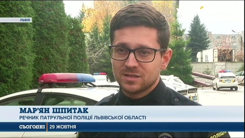 Львів'янка перевозила трьох школярів у багажнику