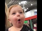 Это надо видеть! Ребенок первый раз на игрушечном отделе в супермаркете