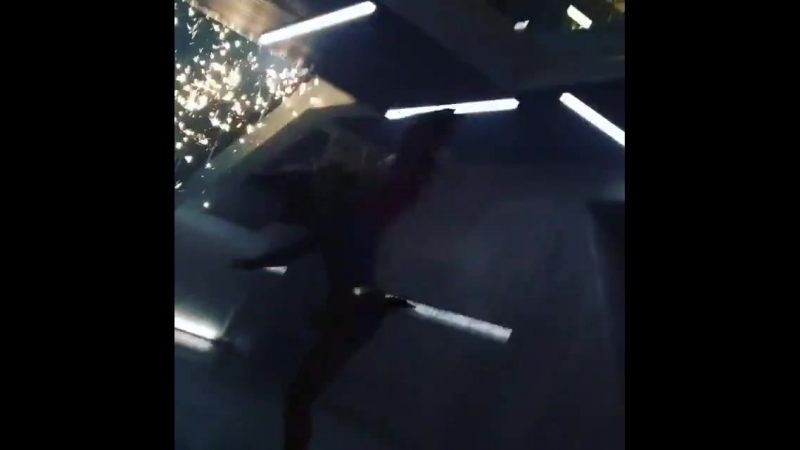 Jennifer Melissa Benoists double shares a new video from the Supergirl set (1)