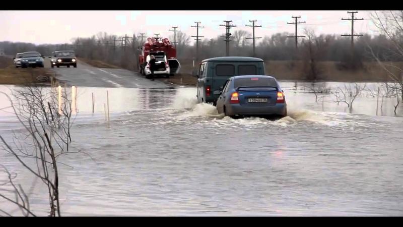 Бузулук паводок, дорога на Елшанку перед переездом, затопило дорогу.